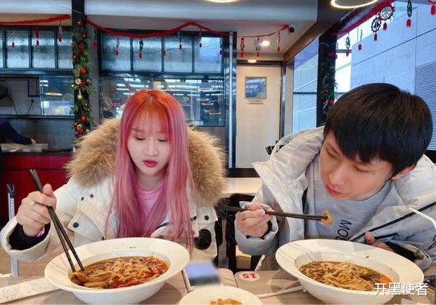 Game thủ từng lọt Forbes Trung Quốc hết đỏ mặt rồi lại tía tai khi được gái xinh xin chụp hình - Ảnh 5.