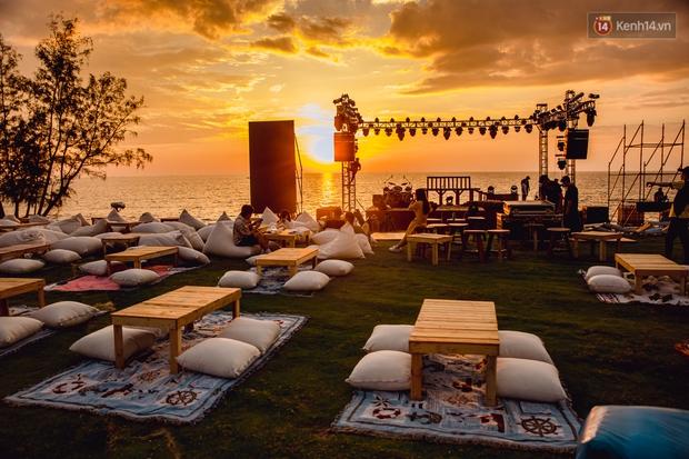 Ngây ngất sân khấu HOT14 WOW Sunset Fest: đắm mình tuyệt đẹp dưới hoàng hôn Phú Quốc, đỉnh cao của chill là đây chứ đâu! - Ảnh 3.