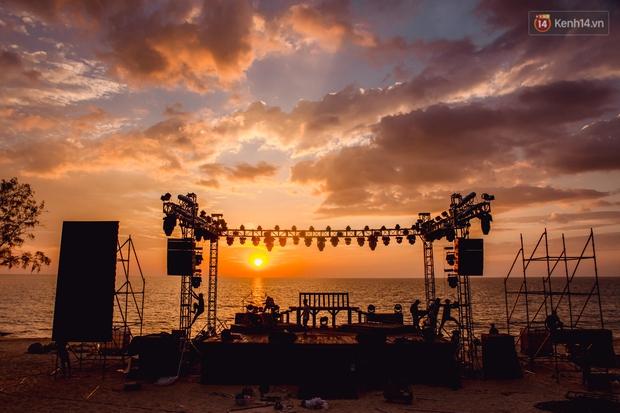 Ngây ngất sân khấu HOT14 WOW Sunset Fest: đắm mình tuyệt đẹp dưới hoàng hôn Phú Quốc, đỉnh cao của chill là đây chứ đâu! - Ảnh 4.