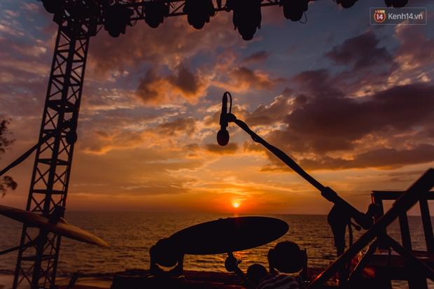 Ngây ngất sân khấu HOT14 WOW Sunset Fest: đắm mình tuyệt đẹp dưới hoàng hôn Phú Quốc, đỉnh cao của chill là đây chứ đâu! - Ảnh 6.