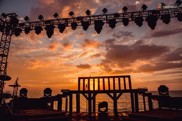Ngây ngất sân khấu HOT14 WOW Sunset Fest: đắm mình tuyệt đẹp dưới hoàng hôn Phú Quốc, đỉnh cao của chill là đây chứ đâu! - Ảnh 8.