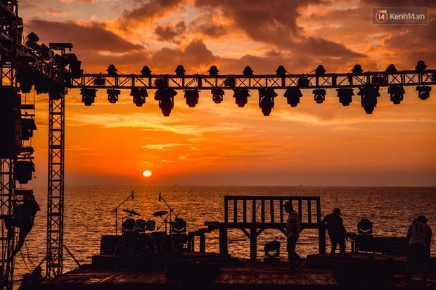 Ngây ngất sân khấu HOT14 WOW Sunset Fest: đắm mình tuyệt đẹp dưới hoàng hôn Phú Quốc, đỉnh cao của chill là đây chứ đâu! - Ảnh 10.