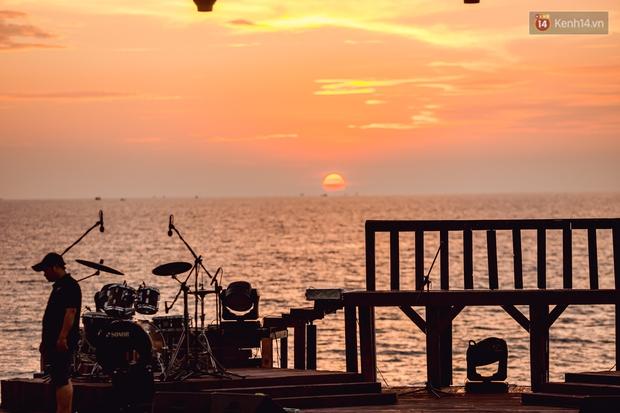 Ngây ngất sân khấu HOT14 WOW Sunset Fest: đắm mình tuyệt đẹp dưới hoàng hôn Phú Quốc, đỉnh cao của chill là đây chứ đâu! - Ảnh 11.