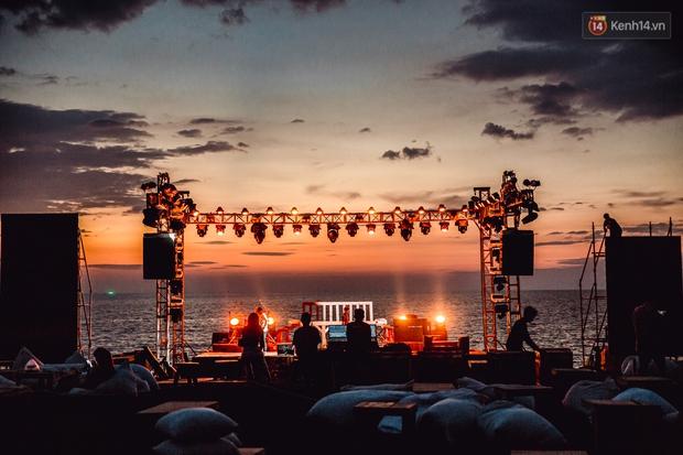 Ngây ngất sân khấu HOT14 WOW Sunset Fest: đắm mình tuyệt đẹp dưới hoàng hôn Phú Quốc, đỉnh cao của chill là đây chứ đâu! - Ảnh 17.