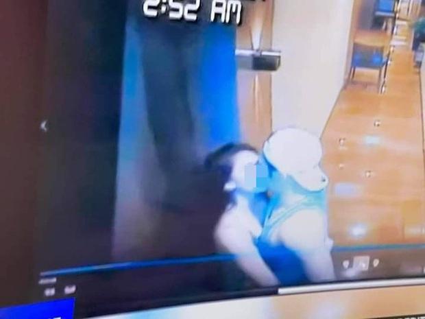 """Vụ Á hậu chết nghi bị hãm hiếp tập thể: Tiếp tục công bố video cô gái hôn đắm đuối """"trai lạ"""", bị bế đi trong trạng thái cứng đờ - Ảnh 4."""