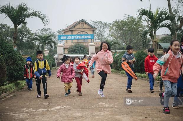 Dự giờ Lớp học ươm mơ của cô giáo Khánh Vy, có gì mà các em học sinh vui đến thế? - Ảnh 1.