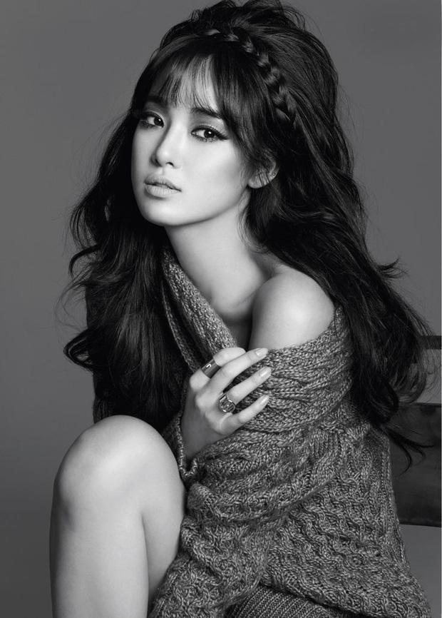 5 bóng hồng bước qua đời So Ji Sub: Toàn mỹ nhân ngực khủng căng tràn bờ đê, Son Ye Jin học vấn thua xa vợ tài tử - Ảnh 18.