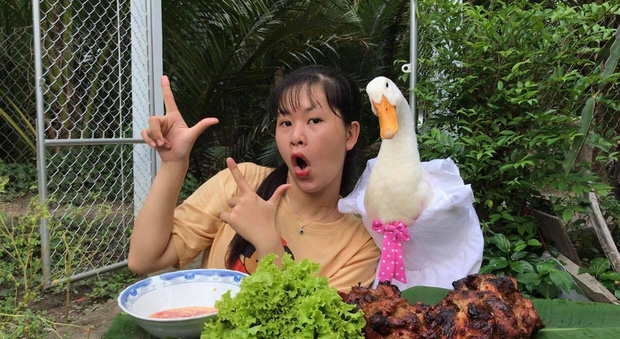 Miền Tây có cô bạn 2k2 làm vlog với con vịt: Nếu không nhờ YouTube đã phải nghỉ học từ cấp 3! - Ảnh 10.