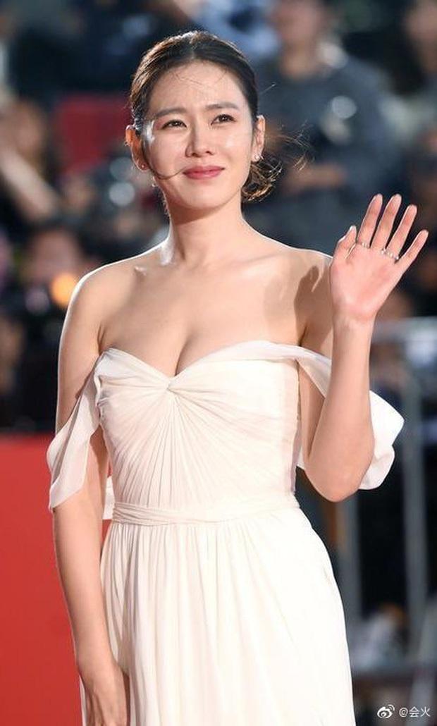 5 bóng hồng bước qua đời So Ji Sub: Toàn mỹ nhân ngực khủng căng tràn bờ đê, Son Ye Jin học vấn thua xa vợ tài tử - Ảnh 23.