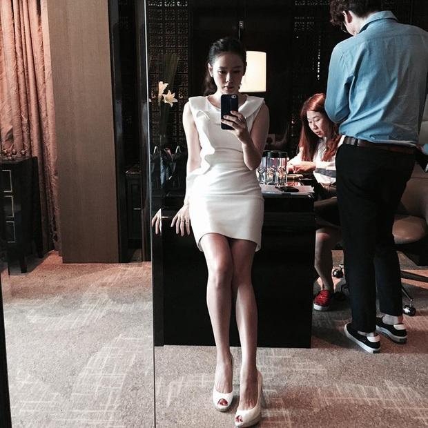 5 bóng hồng bước qua đời So Ji Sub: Toàn mỹ nhân ngực khủng căng tràn bờ đê, Son Ye Jin học vấn thua xa vợ tài tử - Ảnh 24.