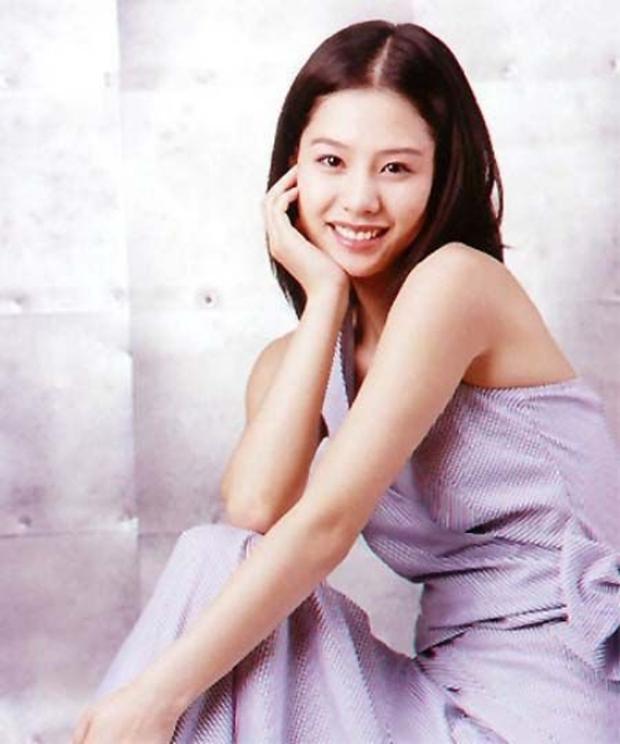 5 bóng hồng bước qua đời So Ji Sub: Toàn mỹ nhân ngực khủng căng tràn bờ đê, Son Ye Jin học vấn thua xa vợ tài tử - Ảnh 8.