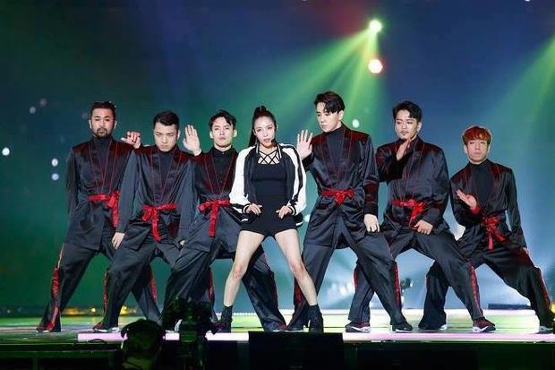 Khi vũ công của idol nổi sau 1 đêm vì quá đẹp: 2 nữ dancer của EXO xinh xỉu, hot boy 6 múi của Sunmi và biên đạo nhà SM át cả idol - Ảnh 15.