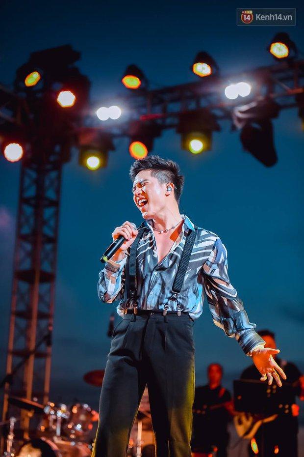 """Jack, Thuỳ Chi khiến fan """"mê mẩn"""" với loạt hit, Juky San - LyLy cùng dàn nghệ sĩ làm bùng nổ sân khấu chưa từng có tại HOT14 WOW Sunset Fest - Ảnh 13."""