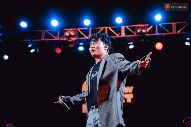"""Jack, Thuỳ Chi khiến fan """"mê mẩn"""" với loạt hit, Juky San - LyLy cùng dàn nghệ sĩ làm bùng nổ sân khấu chưa từng có tại HOT14 WOW Sunset Fest - Ảnh 25."""