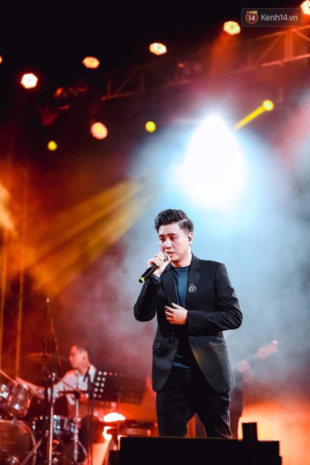 """Jack, Thuỳ Chi khiến fan """"mê mẩn"""" với loạt hit, Juky San - LyLy cùng dàn nghệ sĩ làm bùng nổ sân khấu chưa từng có tại HOT14 WOW Sunset Fest - Ảnh 21."""