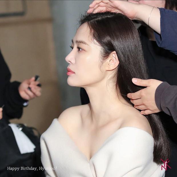 5 bóng hồng bước qua đời So Ji Sub: Toàn mỹ nhân ngực khủng căng tràn bờ đê, Son Ye Jin học vấn thua xa vợ tài tử - Ảnh 10.