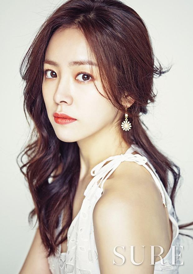 5 bóng hồng bước qua đời So Ji Sub: Toàn mỹ nhân ngực khủng căng tràn bờ đê, Son Ye Jin học vấn thua xa vợ tài tử - Ảnh 16.