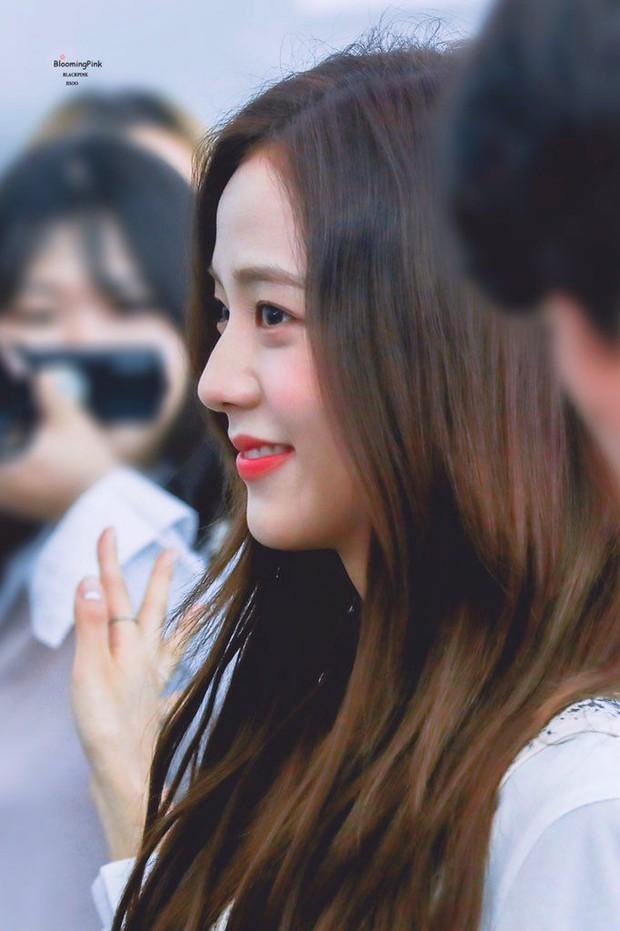 Netizen đang phát cuồng vì góc nghiêng của Jisoo (BLACKPINK): Xương hàm đến sống mũi thế này, bảo sao được gọi là Hoa hậu Hàn - Ảnh 4.