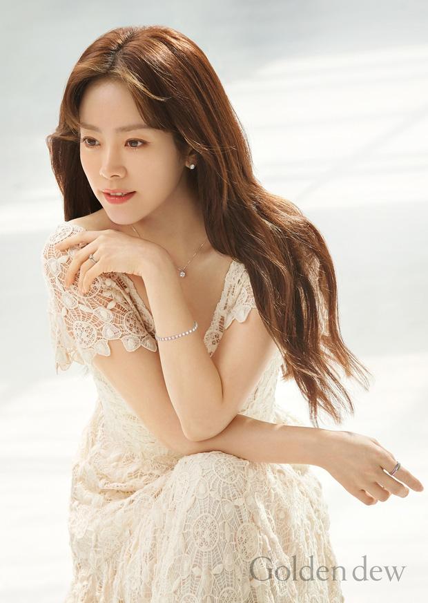 5 bóng hồng bước qua đời So Ji Sub: Toàn mỹ nhân ngực khủng căng tràn bờ đê, Son Ye Jin học vấn thua xa vợ tài tử - Ảnh 14.