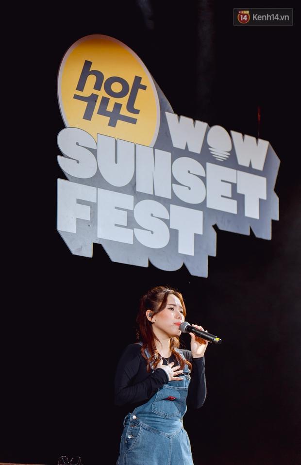 Dàn sao Vpop tổng duyệt giữa đêm trên biển chuẩn bị cho HOT14 WOW Sunset Fest: Thuỳ Chi hát hay miễn bàn, Juky San và Cara sẽ gây bất ngờ! - Ảnh 7.