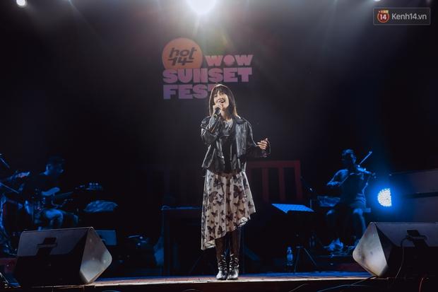 Dàn sao Vpop tổng duyệt giữa đêm trên biển chuẩn bị cho HOT14 WOW Sunset Fest: Thuỳ Chi hát hay miễn bàn, Juky San và Cara sẽ gây bất ngờ! - Ảnh 3.