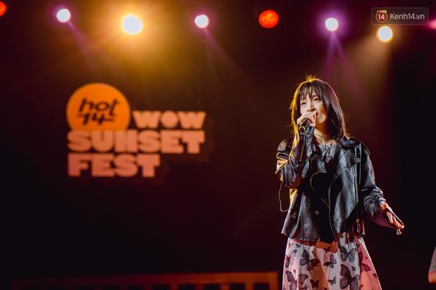 Dàn sao Vpop tổng duyệt giữa đêm trên biển chuẩn bị cho HOT14 WOW Sunset Fest: Thuỳ Chi hát hay miễn bàn, Juky San và Cara sẽ gây bất ngờ! - Ảnh 2.