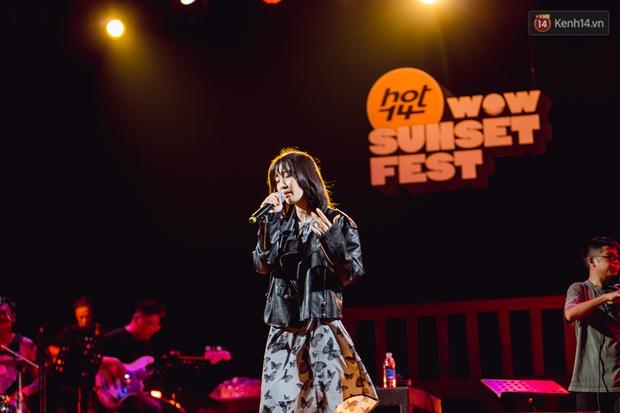 Dàn sao Vpop tổng duyệt giữa đêm trên biển chuẩn bị cho HOT14 WOW Sunset Fest: Thuỳ Chi hát hay miễn bàn, Juky San và Cara sẽ gây bất ngờ! - Ảnh 1.