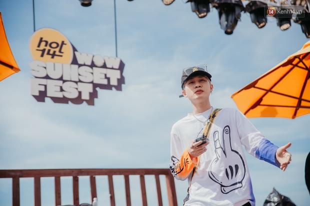 Trước giờ G: Jack ăn vận siêu đáng yêu tổng duyệt HOT14 WOW Sunset Fest, Anh Tú - Lyly hát tập thôi mà tình cảm thế này? - Ảnh 1.