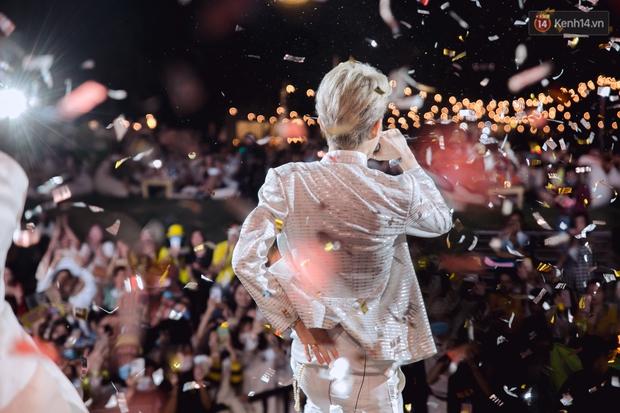 """Jack, Thuỳ Chi khiến fan """"mê mẩn"""" với loạt hit, Juky San - LyLy cùng dàn nghệ sĩ làm bùng nổ sân khấu chưa từng có tại HOT14 WOW Sunset Fest - Ảnh 31."""