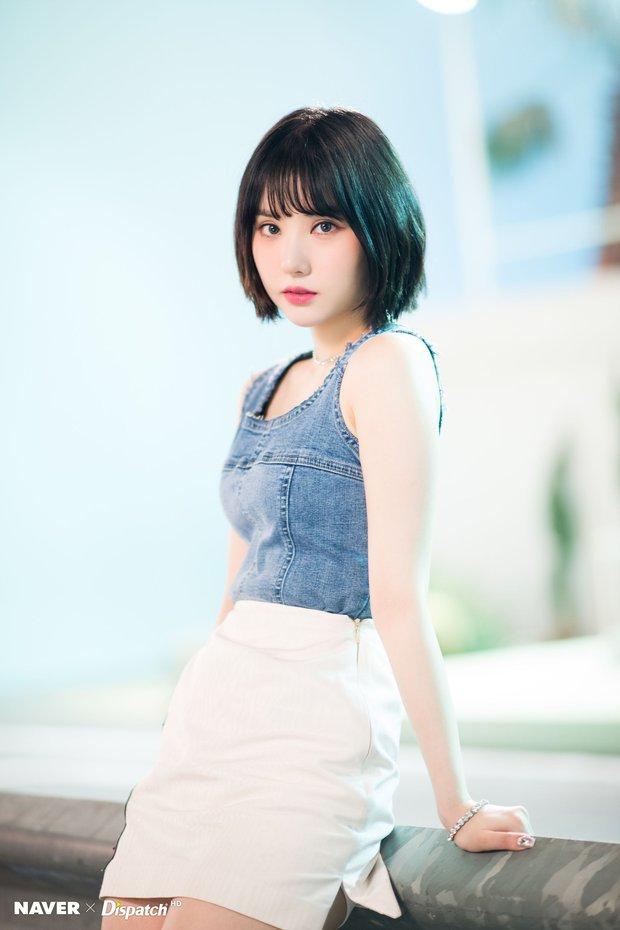 """Dàn idol nữ càng lớn càng """"bùng nổ"""" visual: Lisa doạ soán ngôi nữ thần BLACKPINK, em út Red Velvet lột xác nhưng bị tố copy Jennie - Ảnh 14."""