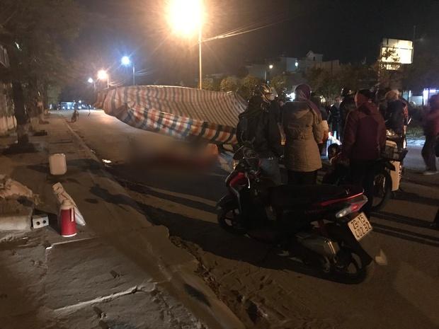 Vụ cô gái bị nam thanh niên sát hại dã man ở Hà Nội: Người thân khóc ngất giữa đêm đông lạnh giá tại hiện trường - Ảnh 5.