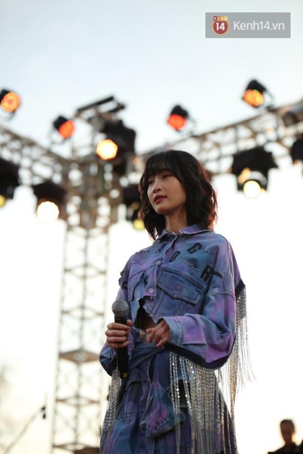 """Jack, Thuỳ Chi khiến fan """"mê mẩn"""" với loạt hit, Juky San - LyLy cùng dàn nghệ sĩ làm bùng nổ sân khấu chưa từng có tại HOT14 WOW Sunset Fest - Ảnh 3."""