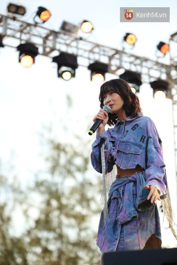 """Jack, Thuỳ Chi khiến fan """"mê mẩn"""" với loạt hit, Juky San - LyLy cùng dàn nghệ sĩ làm bùng nổ sân khấu chưa từng có tại HOT14 WOW Sunset Fest - Ảnh 2."""