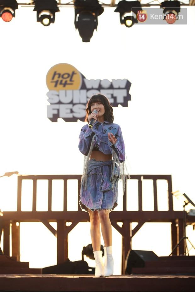 """Jack, Thuỳ Chi khiến fan """"mê mẩn"""" với loạt hit, Juky San - LyLy cùng dàn nghệ sĩ làm bùng nổ sân khấu chưa từng có tại HOT14 WOW Sunset Fest - Ảnh 4."""
