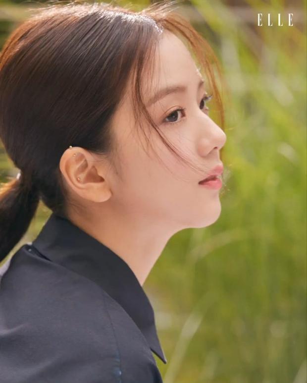 Netizen đang phát cuồng vì góc nghiêng của Jisoo (BLACKPINK): Xương hàm đến sống mũi thế này, bảo sao được gọi là Hoa hậu Hàn - Ảnh 9.