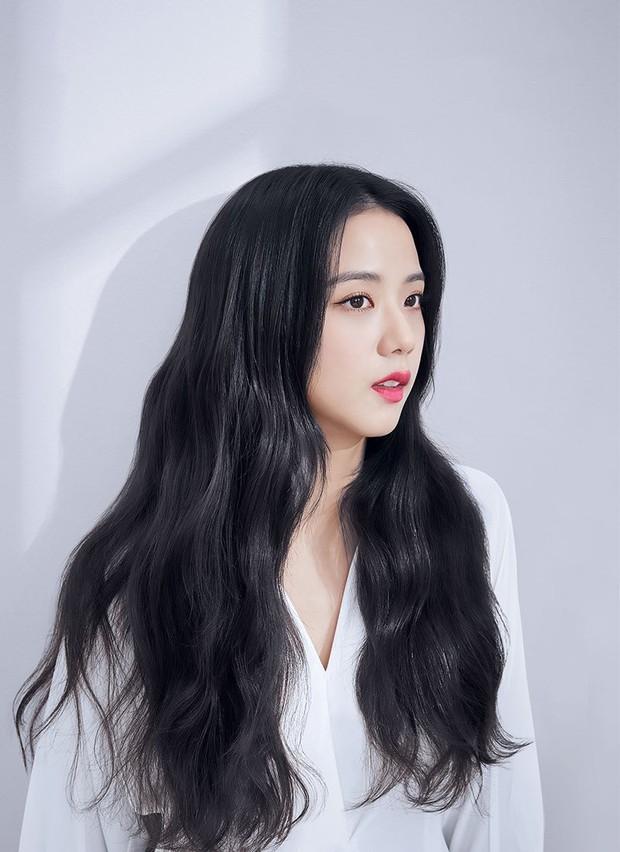 Netizen đang phát cuồng vì góc nghiêng của Jisoo (BLACKPINK): Xương hàm đến sống mũi thế này, bảo sao được gọi là Hoa hậu Hàn - Ảnh 2.