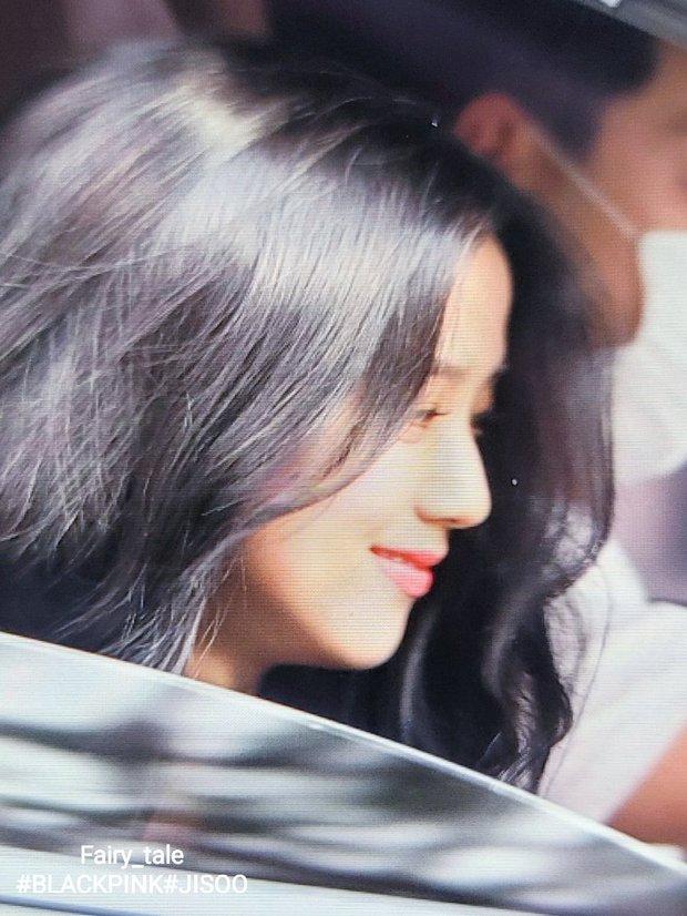 Netizen đang phát cuồng vì góc nghiêng của Jisoo (BLACKPINK): Xương hàm đến sống mũi thế này, bảo sao được gọi là Hoa hậu Hàn - Ảnh 7.