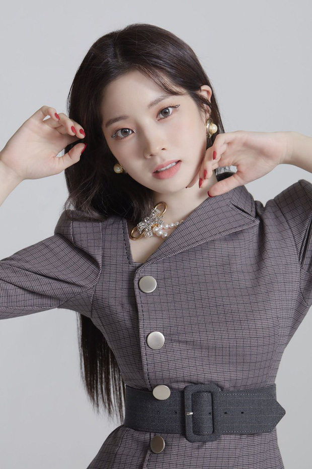"""Dàn idol nữ càng lớn càng """"bùng nổ"""" visual: Lisa doạ soán ngôi nữ thần BLACKPINK, em út Red Velvet lột xác nhưng bị tố copy Jennie - Ảnh 8."""