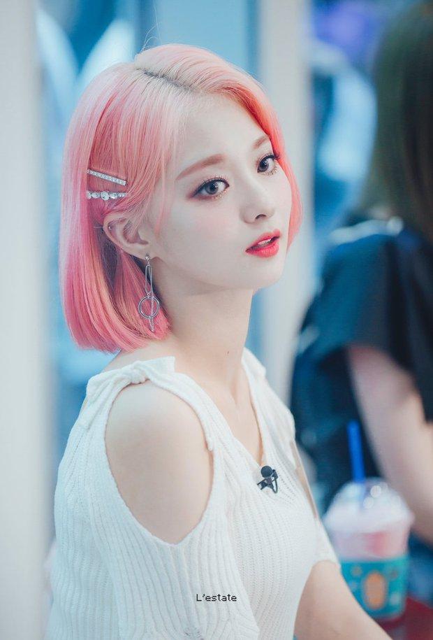 """Dàn idol nữ càng lớn càng """"bùng nổ"""" visual: Lisa doạ soán ngôi nữ thần BLACKPINK, em út Red Velvet lột xác nhưng bị tố copy Jennie - Ảnh 19."""