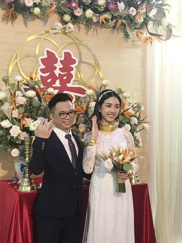 """Đại hội khoe vàng cưới của 2 cô dâu hot nhất Vbiz hôm nay: Thúy An được tặng 10 bộ vòng, Bùi Tiến Dũng phải """"gánh"""" hộ vợ - Ảnh 4."""