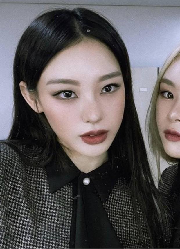 Khi vũ công của idol nổi sau 1 đêm vì quá đẹp: 2 nữ dancer của EXO xinh xỉu, hot boy 6 múi của Sunmi và biên đạo nhà SM át cả idol - Ảnh 3.