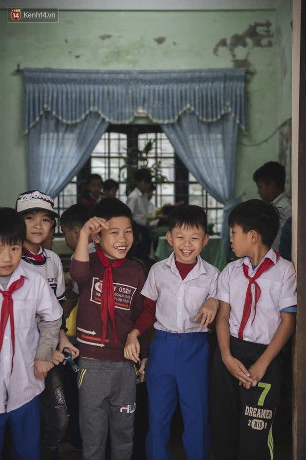WeDo Góp Sách Ươm Mơ trao tặng hơn 20.000 cuốn sách và 10.000 bộ dụng cụ học tập cho trẻ em miền Trung - Ảnh 1.