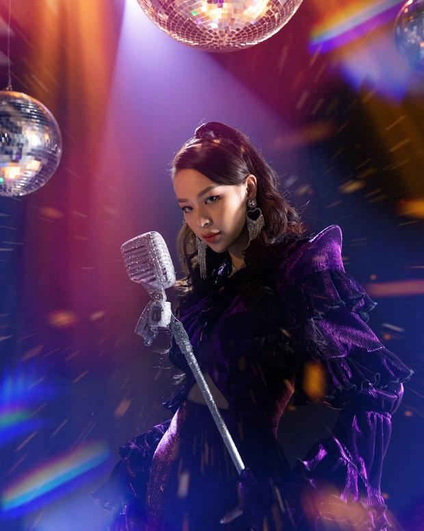 Điểm chung giữa Chi Pu và Phí Phương Anh: Vừa đổi hướng debut làm ca sĩ là hứng chịu gạch đá đầy nhà - Ảnh 5.