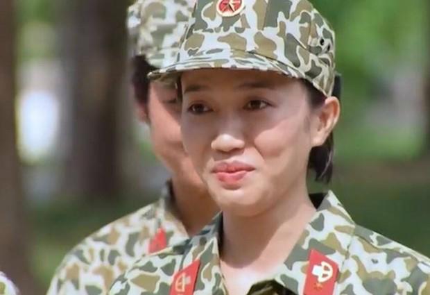 Mũi trưởng Long cười tít mắt khi nghe Hậu Hoàng hát: Này anh yêu, em muốn uống tà tữa - Ảnh 3.