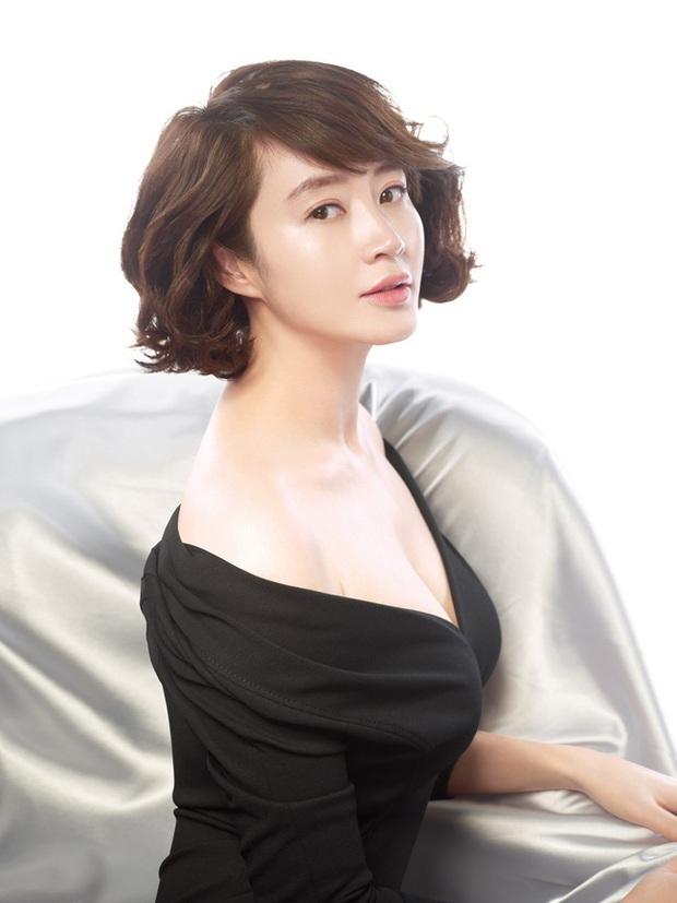 Chủ đề khiến netizen Hàn khẩu chiến: Song Hye Kyo, Son Ye Jin được cả Châu Á tung hô vẫn phải xếp sau hai người đẹp 50 tuổi - Ảnh 5.