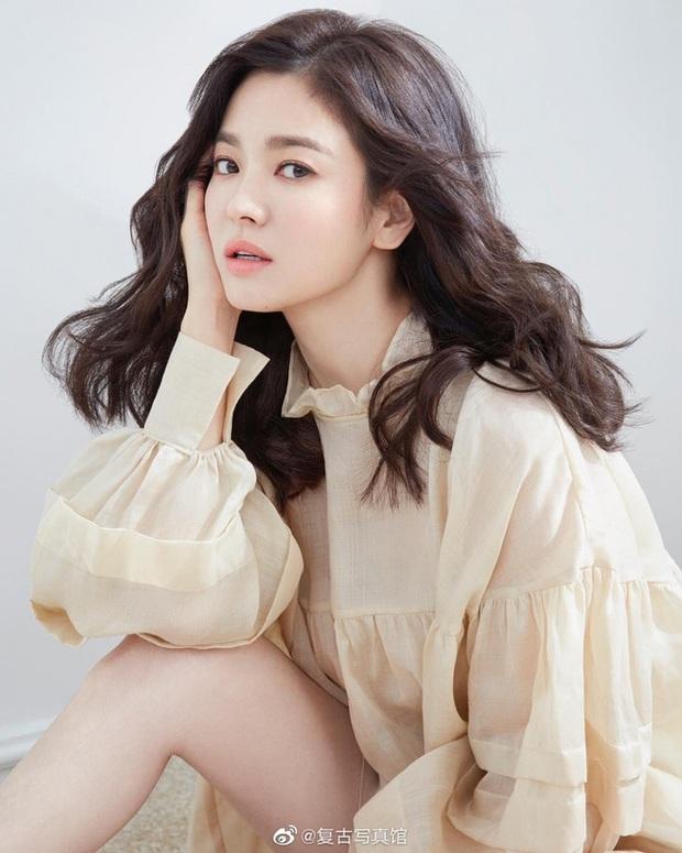 Chủ đề khiến netizen Hàn khẩu chiến: Song Hye Kyo, Son Ye Jin được cả Châu Á tung hô vẫn phải xếp sau hai người đẹp 50 tuổi - Ảnh 8.