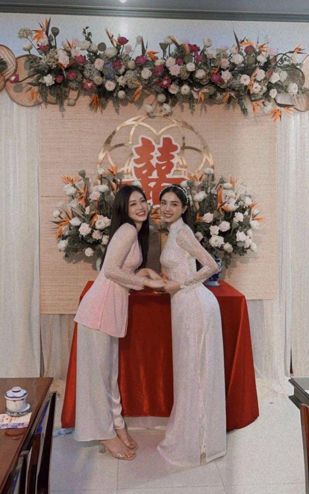 Cả dàn hậu đổ bộ đám cưới Thuý An: Cô dâu rạng ngời, Đỗ Mỹ Linh - Tiểu Vy diện áo bà ba thôi vẫn khoe đường cong nuột nà - Ảnh 5.