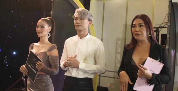 Hương Giang nhíu mày xót xa khi nghe Tường Vi kể về biến chứng hậu phẫu thuật chuyển giới - Ảnh 2.