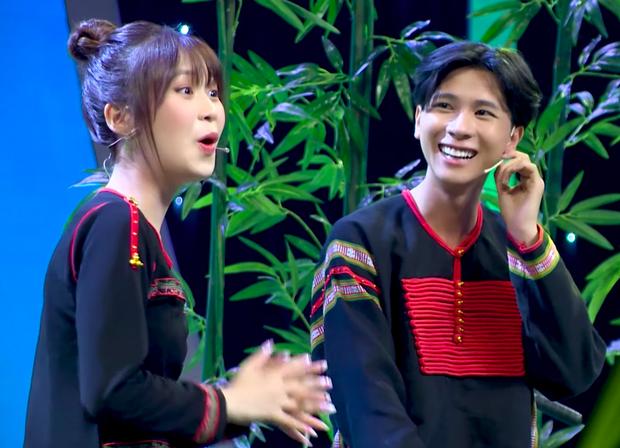 Han Sara bất ngờ được soái ca Ê Đê lên tận show tỏ tình để hỏi cưới - Ảnh 3.