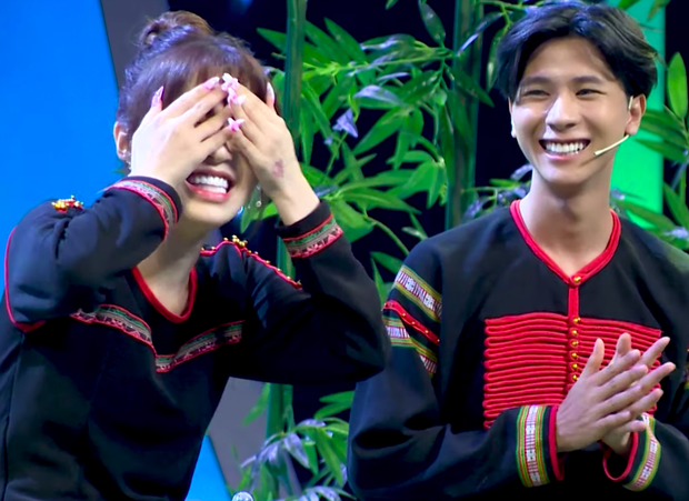 Han Sara bất ngờ được soái ca Ê Đê lên tận show tỏ tình để hỏi cưới - Ảnh 4.